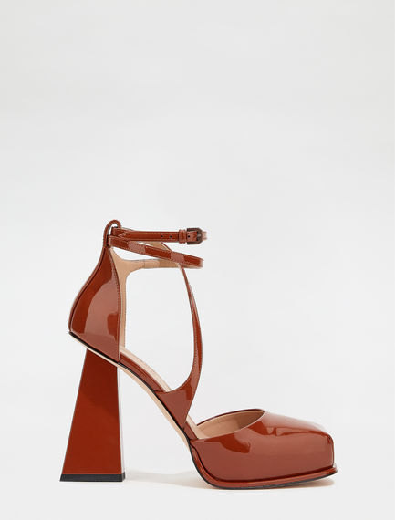 Patent leather Mary Jane shoes