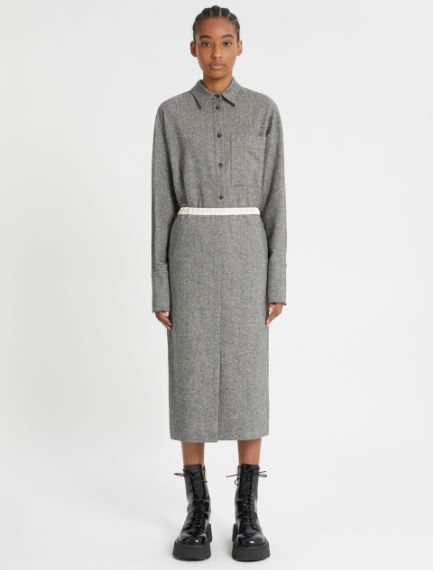 Straight knee-length skirt