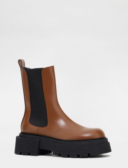 Semi-gloss Chelsea ankle boots