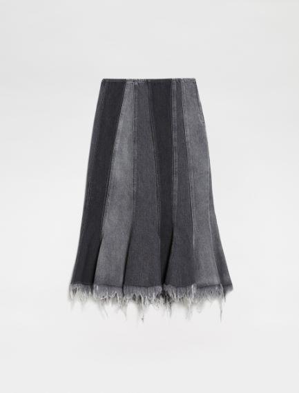 Flared panel skirt